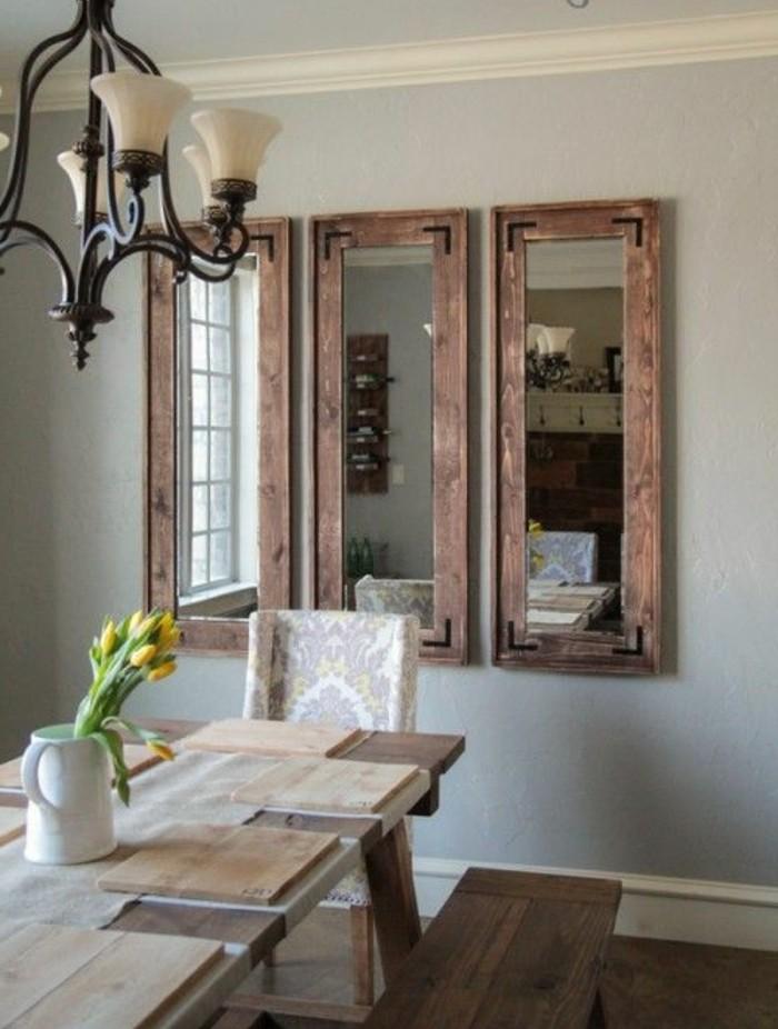 miroir-grand-format-table-salle-lampe-trois-en-bois-mur