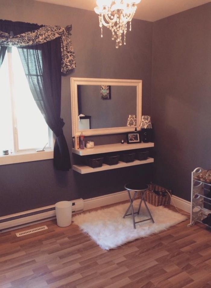 miroir-grand-format-toilette-tabouret-lustre-mur-gris