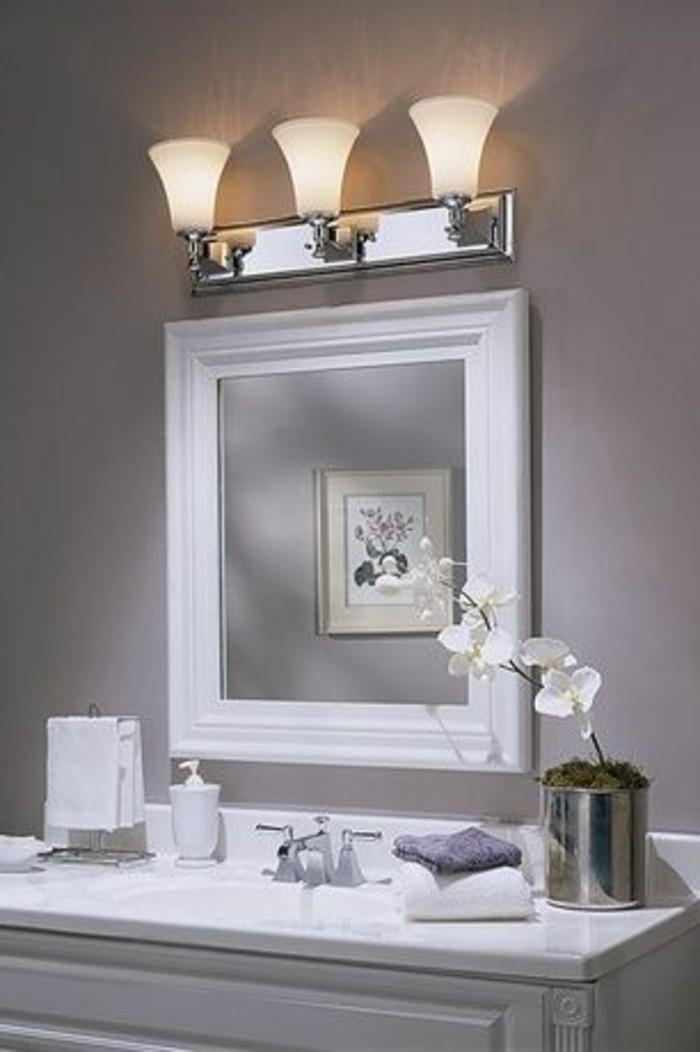 miroir-grand-format-trois-lampe-cadre-blanc-gris-mur