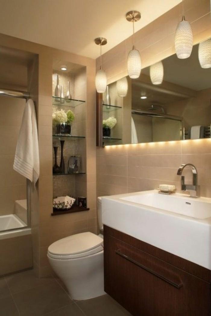 miroir-salle-de-bain-avec-beaucoup-de-lampes-lavabo-blanc