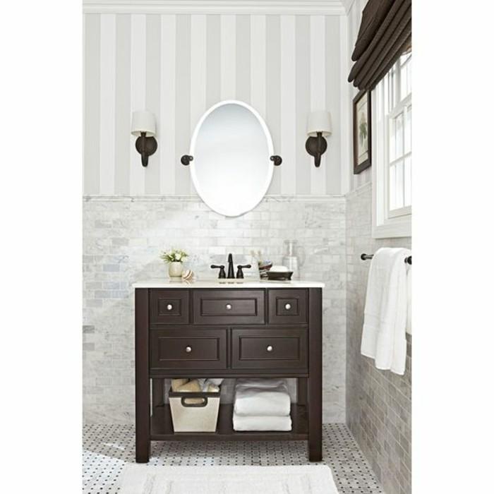 miroir-salle-de-bain-avec-un-miroir-ovale-cadre-blanc