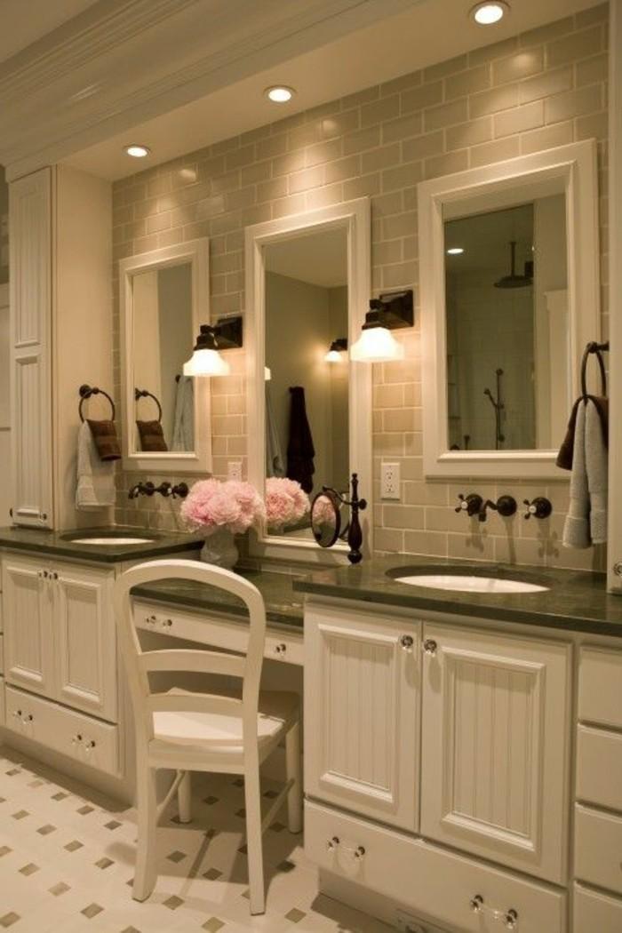 miroir-salle-de-bain-chaise-blanche-au-milieu