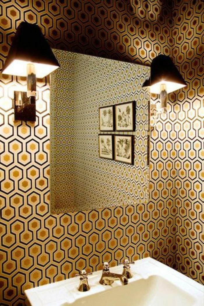 miroir-salle-de-bain-tres-chic-deux-lampes-au-mur