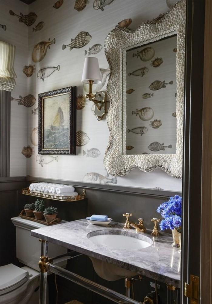 miroir-salle-de-bain-une-belle-image-au-mur-et-un-miroir