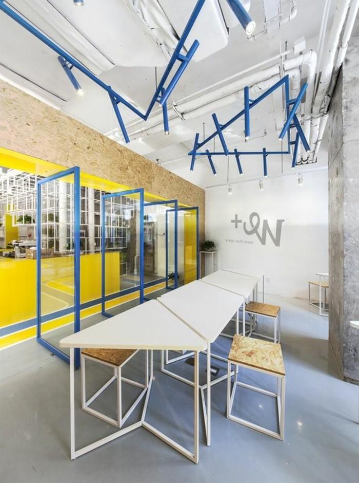 mobilier-de-bureau-contemporain-ambiance-industrielle-espace-de-travail-moderne