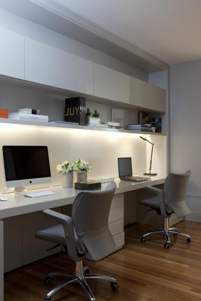 mobilier-de-bureau-contemporain-chaises-ergonomiques-office-en-blanc-et-gris