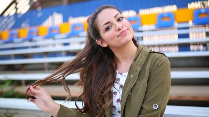 modele-de-coiffure-ado-fille-simple-pour-une-fille-aux-cheveux-longs