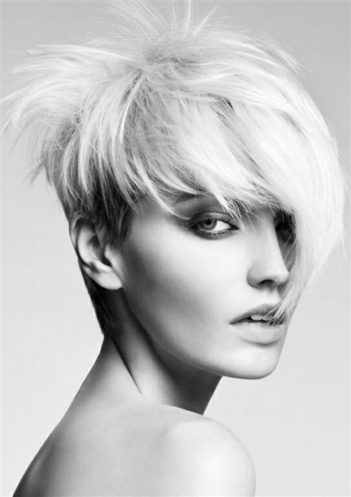 modele-coupe-courte-asymetrique-idee-tendances-chez-les-coiffures-femme