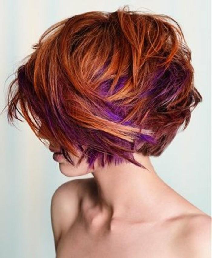 modele-coupe-courte-asymetrique-balayage-colore-rouge-et-violette