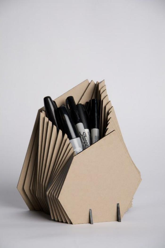 organisateur-de-bureau-rangement-de-stylos-en-carton