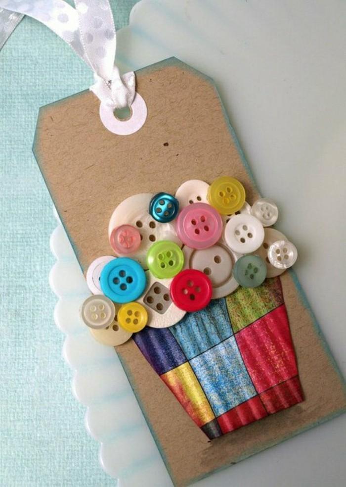originale-carte-de-voeux-personnalisee-avec-deco-en-boutons-colores