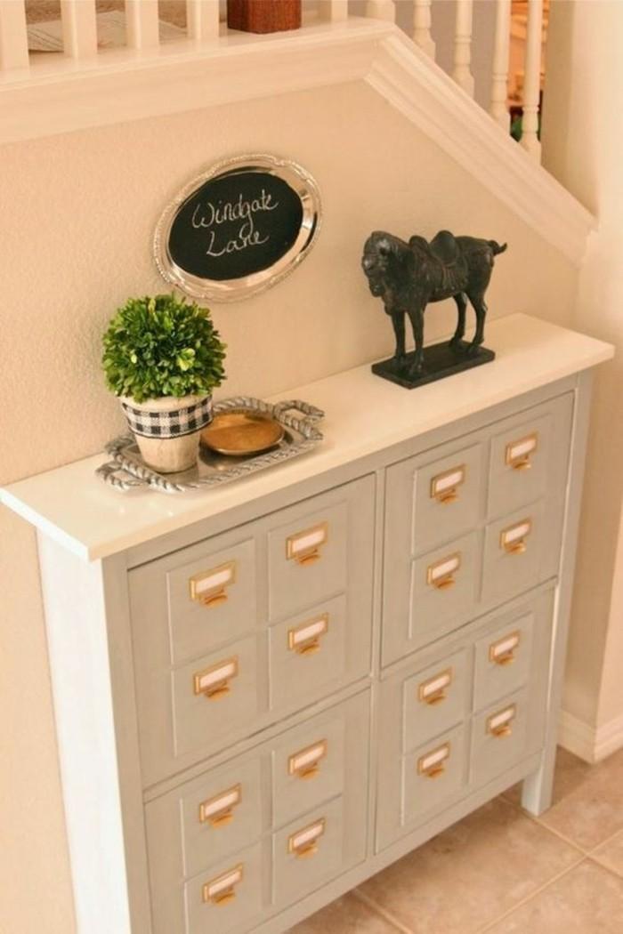 petit-armoir-pour-l-entree-de-votre-demeure-petite-console-d-entree-en-bois-beige