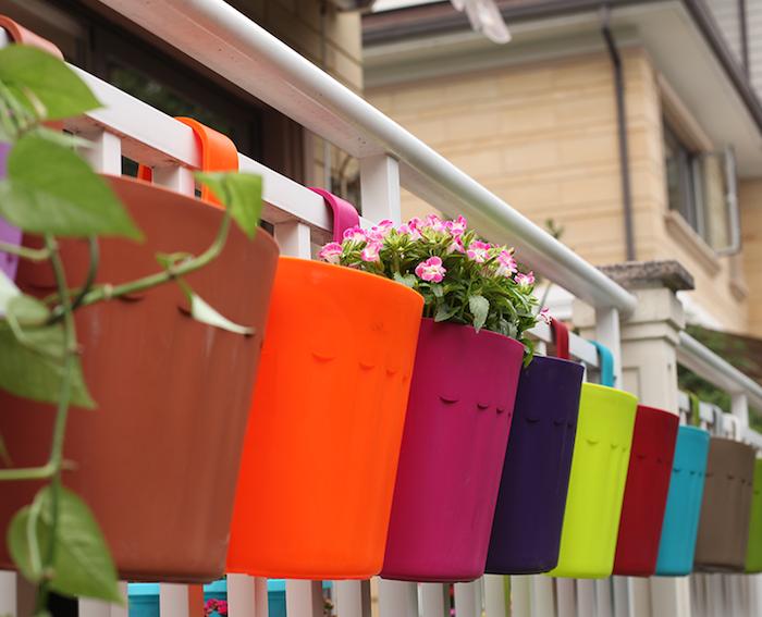petite-jardiniere-balcon-plastique