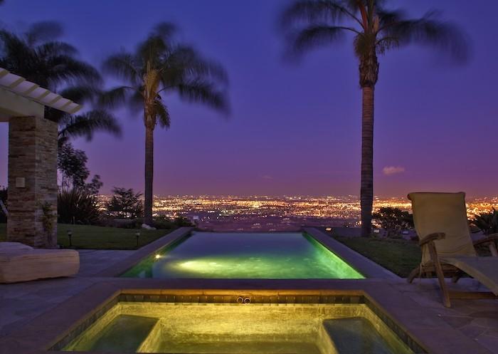 piscine-eclairee-nuit-magnifique-eclairage-projecteur-led-etanche