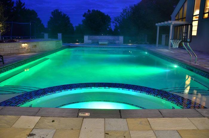 piscine-eclairee-projecteur-piscine-ed