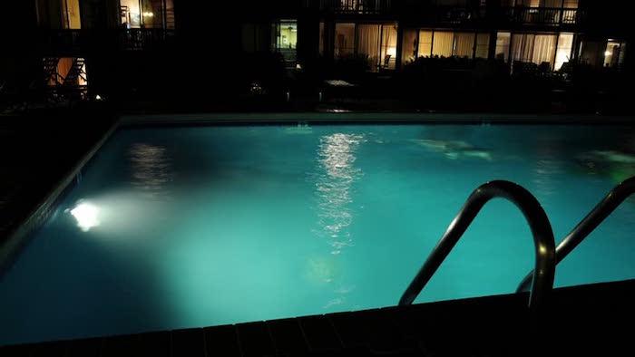 projecteur-ed-piscine-idee-eclairage