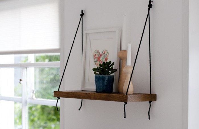 projet-etagere-suspendue-etagere-meuble-suspendu-bois-tissu-corde