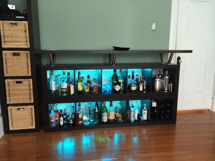 Tag re kallax ikea 69 id es originales de l 39 utiliser for Corner bar cabinet ikea