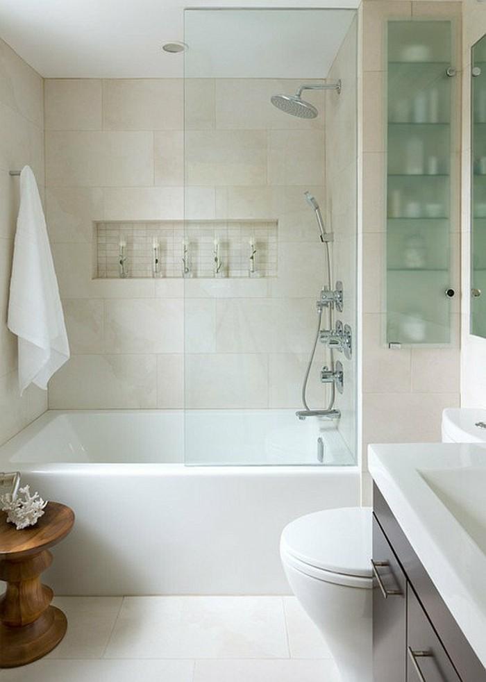 salle-de-bain-couleur-taupe-carrelage-beige-baignoire-blanche