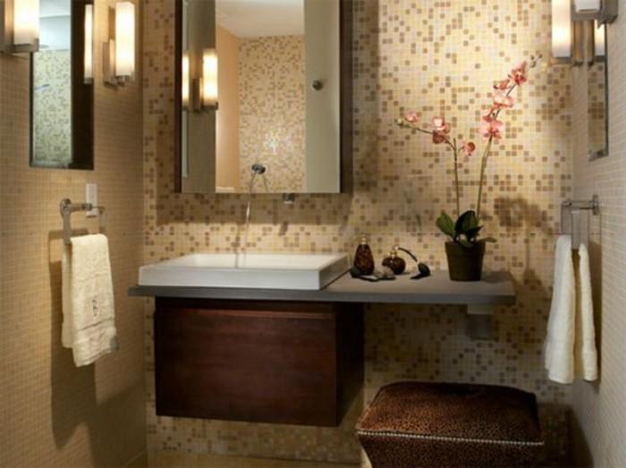 salle-de-bain-couleur-taupe-meuble-en-bois-fonce-fleurs-dans-la-salle-de-bain