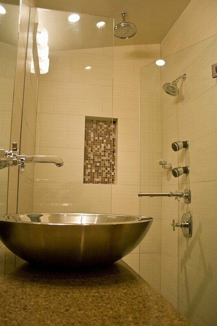 salle-de-bain-couleur-taupe-petit-accent-en-mosaique-marron-beige