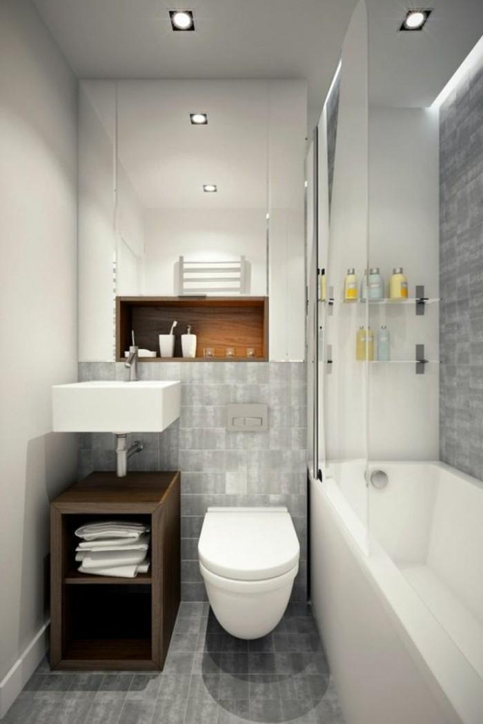 salle-de-bain-grise-baignoire-blanche-carrelage-gris-meuble-en-bois-fonce