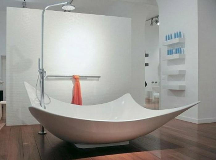 salle-de-bain-moderne-avec-une-baignoire-atypique-blanche