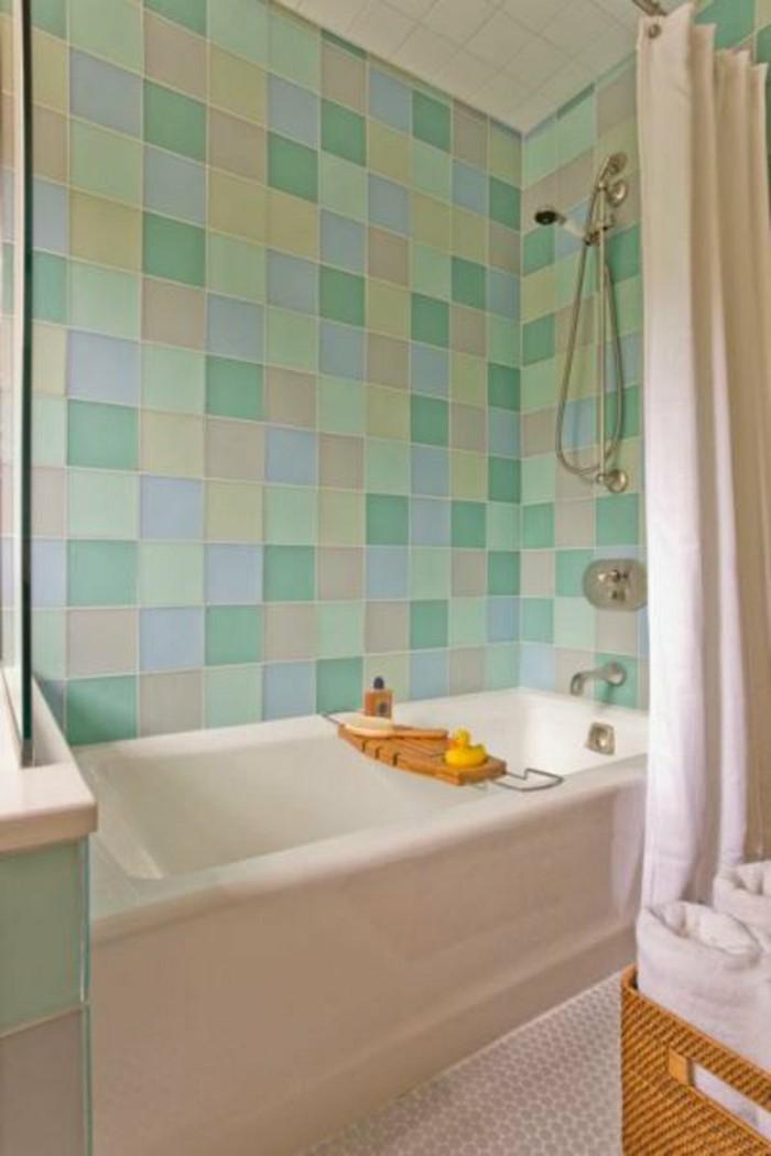 Comment am nager une salle de bain 4m2 for Carrelage salle de bain vert et blanc