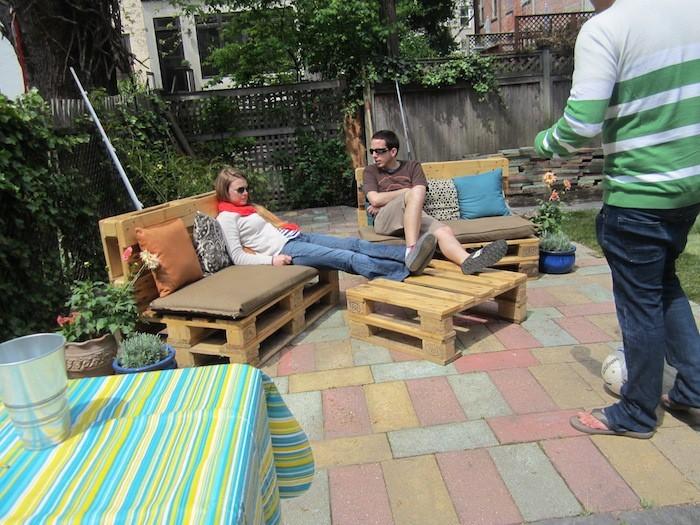 salon-de-jardin-en-palette-terrasse