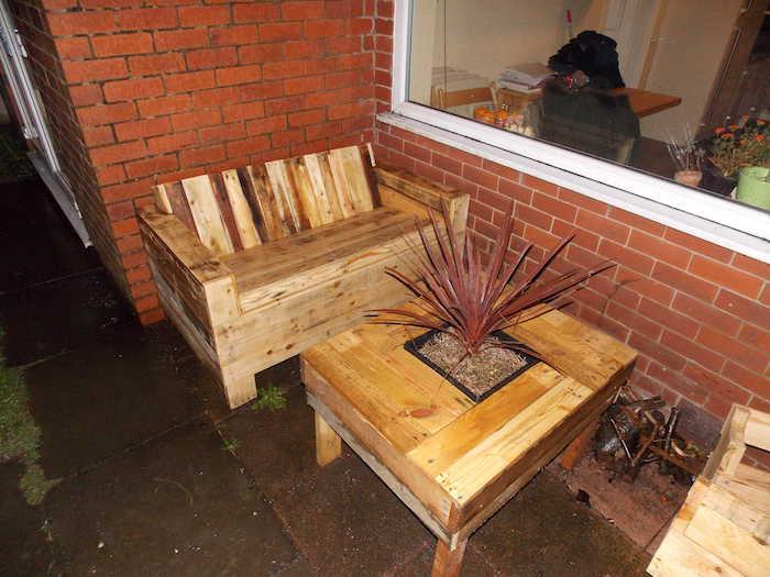 Canape de jardin en bois maison design for Salon jardin palette
