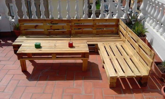 Salon de jardin avec des palettes europe - Fabriquer un salon de jardin ...