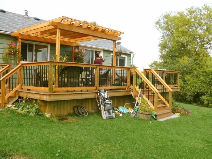 sublime-pergola-bois-adossee-a-une-maison-pergola-charmante-installee-sur-une-terrasse-en-bois