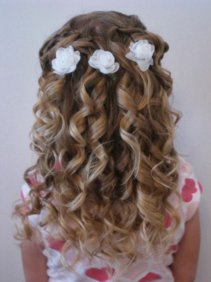 sublime-suggestion-coiffure-petite-fille-mariage-idee-tres-elegante