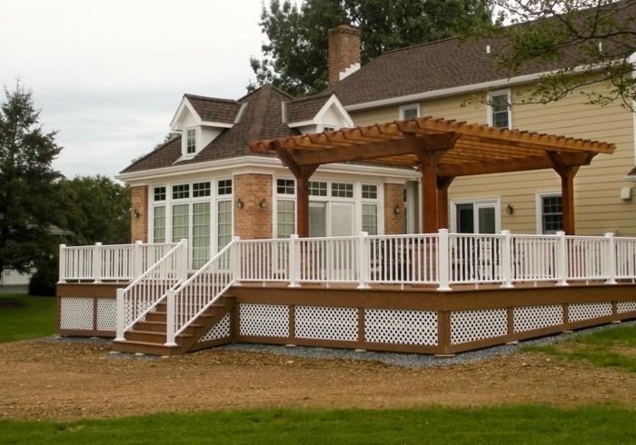 suggestion-comment-fabriquer-une-pergola-joli-modele-pergola-bois-installee-sur-la-terrasse-d-une-maison-au-style-traditionnel