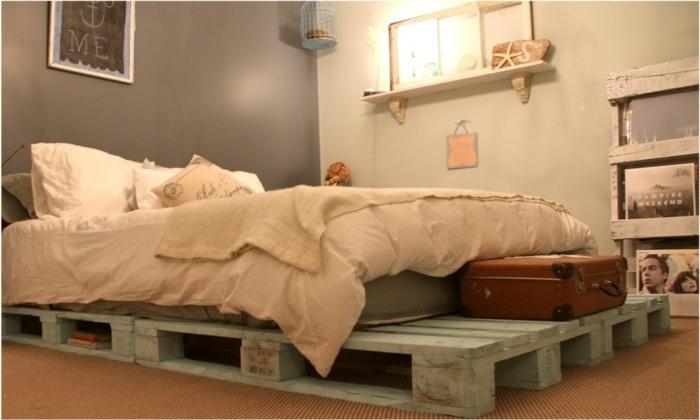 suggestion-extremement-elegant-chambre-style-vintage-avec-un-meuble-en-palette-lit-en-palette