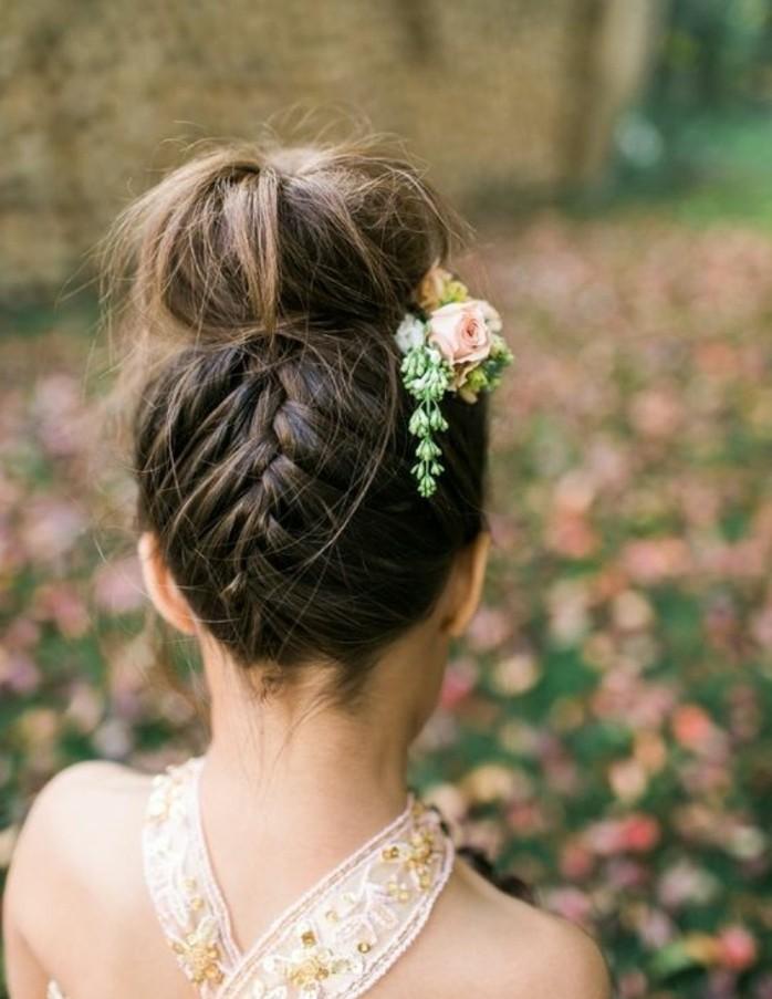 superbe-coiffure-petite-fille-d-honneur-coiffire-petite-fille-mariage