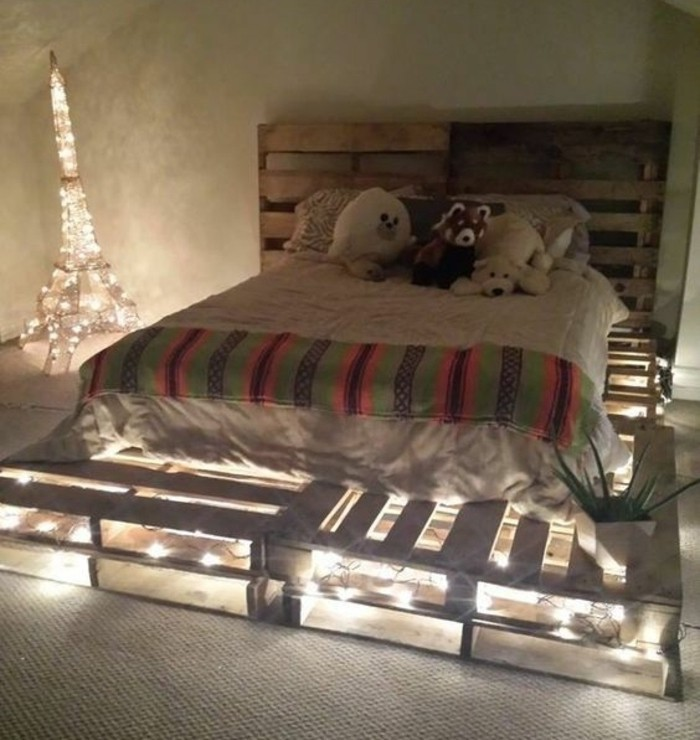 superbe-idee-pour-une-chambre-enfant-comment-faire-un-lit-en-palette-eclairage-integre-ambiance-romantique