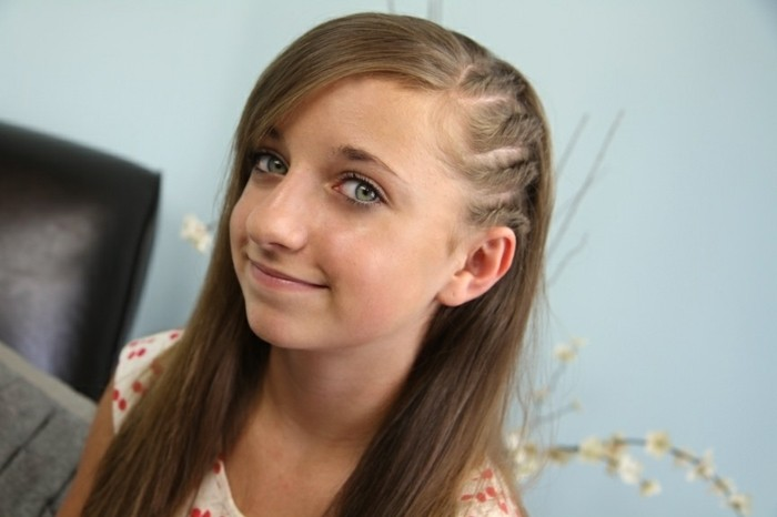 tresse-enfant-avec-raies-idee-superbe-de-coiffure-tres-mignonne