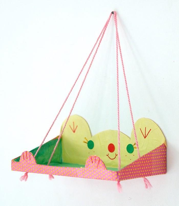 tuto-fabriquer-idee-decoration-etagere-suspendue-enfant-etageres-suspendues-meuble-suspendu-diy-pas-cher-carton-ficelle-fixation