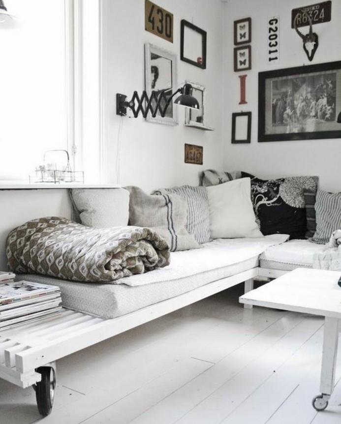 un-magnifique-espace-de-vie-canape-blanc-a-roulettes-table-blanche-a-roulettes-style-scandinave