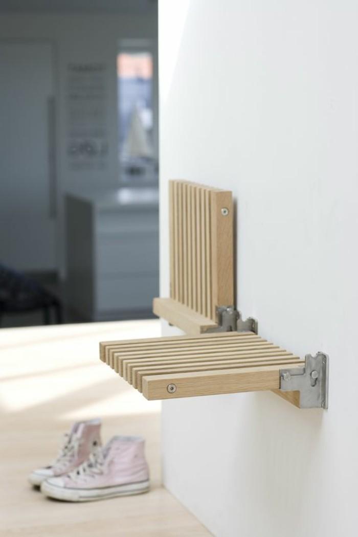 une-siege-pratique-escamotable-dans-le-petit-couloir-meubles-gain-de-places-entrees