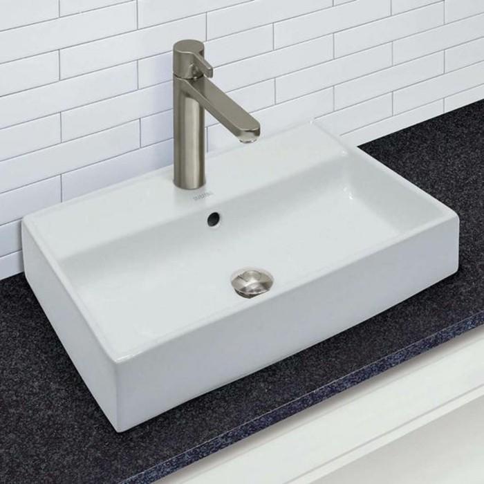 vasque-a-poser-rectangulaire-et-carrelage-blanc