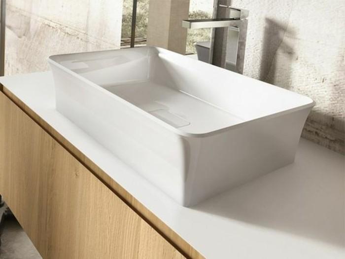 vasque-a-poser-rectangulaire-sur-un-comptoir-en-bois
