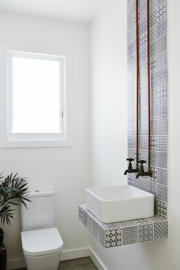 vasque-salle-de-bain-blanc-fenetre-murs-marbre