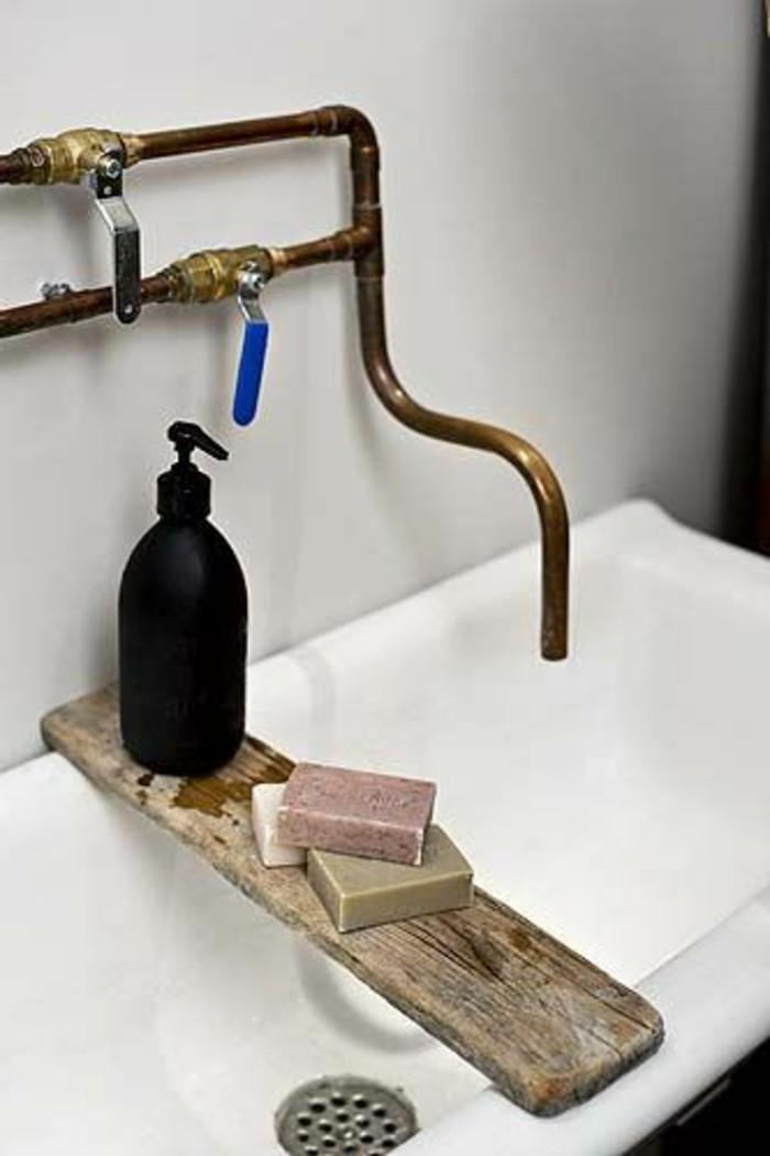 vasque-salle-de-bain-dore-marbre-blanc-simple