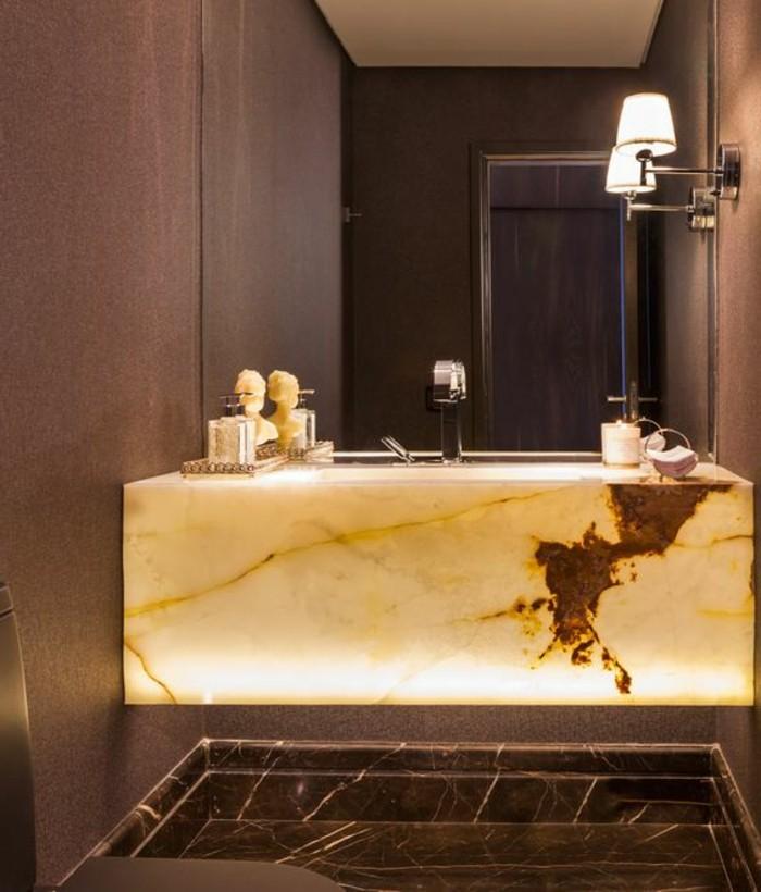vasque-salle-de-bain-jaune-marbre-lampes-marron