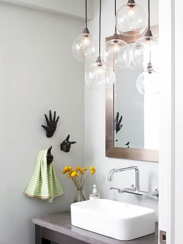 vasque-salle-de-bain-main-noir-serviette