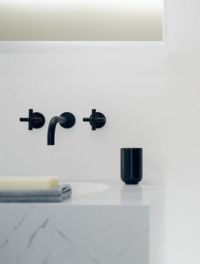 vasque-salle-de-bain-simple-mur-blanc