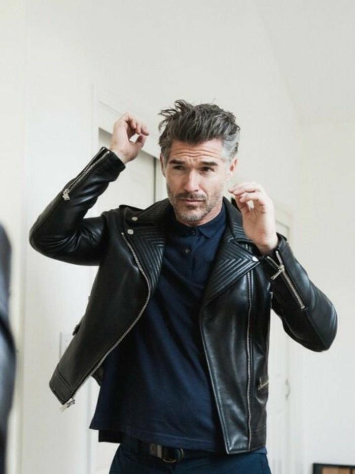 veste-en-cuir-homme-cuir-noir-homme-vest-cuire-homme-pas-cher-chemise-bleu-fonces