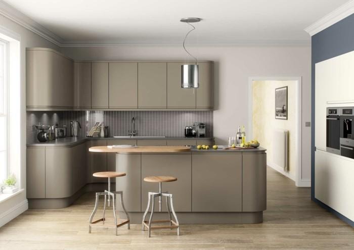 ilot-de-cuisine-et-meubles-cuisine-couleur-gris-taupe-ambiance-paisible-decor-aux-lignes-epurees-carrelage-gris